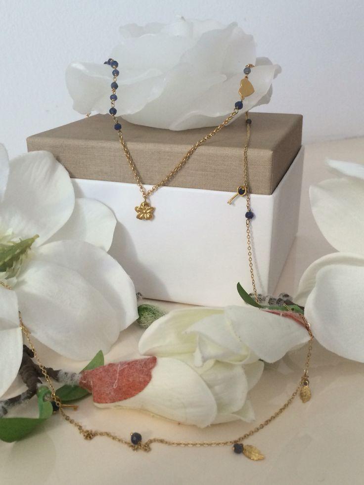 Collana in argento dorato con ciondoli