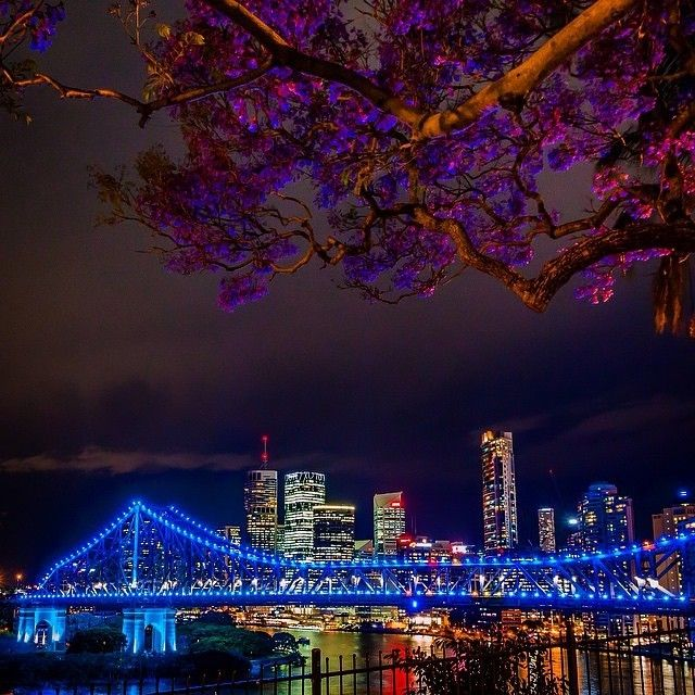 The Story Bridge in #Brisbane lights up throughout the year to either mark a special day in history, raise awareness for charities or showcase upcoming events. Photo by @whereswiwi #thisisqueensland