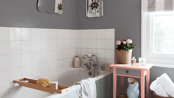 Nuances de gris chaudes aux ambiances de détente pour une salle de bain
