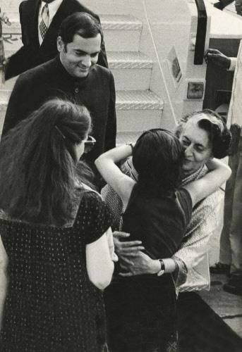 Indira Gandhi being welcomed by granddaughter Priyanka, son Rajiv and his wife Sonia Gandhi, 1982.