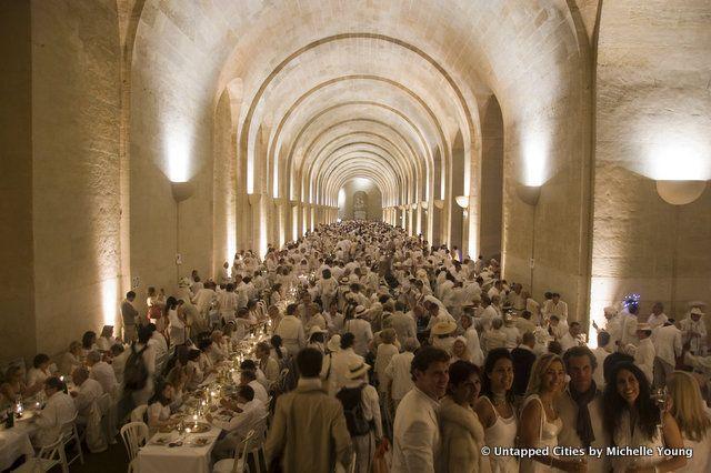 Le Dîner en Blanc, ça se passe aussi à l'intérieur. #Versailles