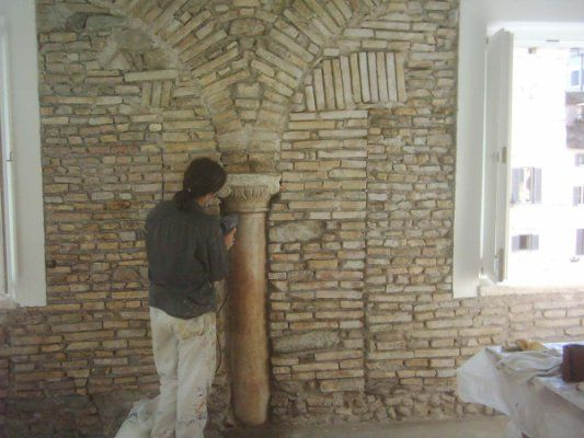 Restauro lapideo di colonna.Roma