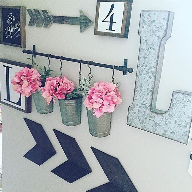 Cute gallery-type wall