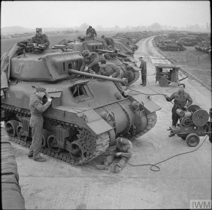 Canadian Ram II tanks at No. 8 AFV Depot, Leicester44.