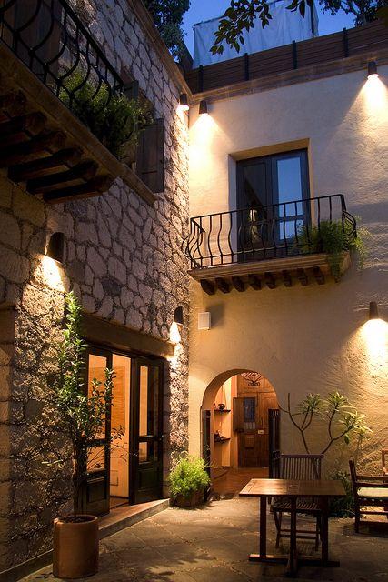 San Miguel de Allende, Mexico @alaingp  mira guapo! para nuestro pequeño patio :D <3