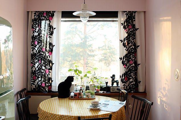 Marimekko Rosewood fabric curtains & light pink walls | Freelancer's Fashionblog