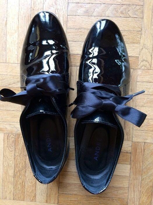 Derbies vernies noires André André ! Taille 37  à seulement 60.00 €. Par ici : http://www.vinted.fr/chaussures-femmes/derbies/26881474-derbies-vernies-noires-andre.