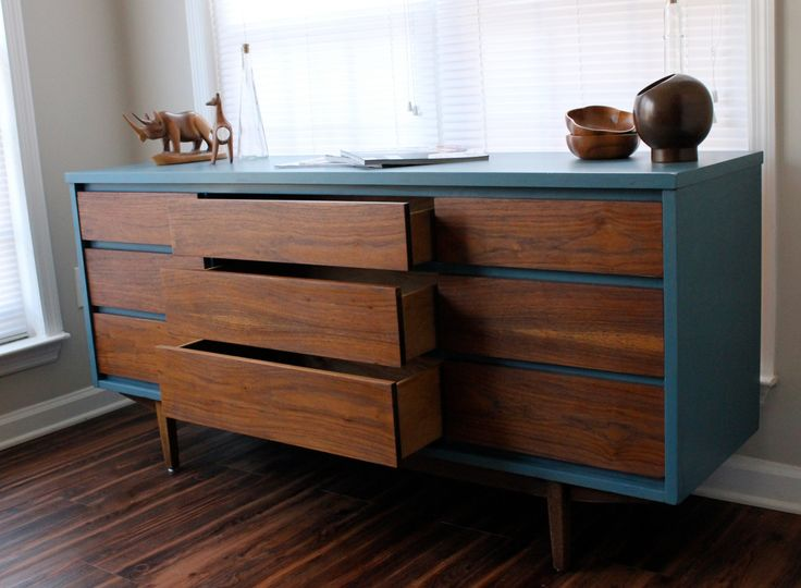 Mid-Century Modern Dresser Blue. I am DEFINITELY doing this to the new dresser I just bought!!  Awesome upcycle!!