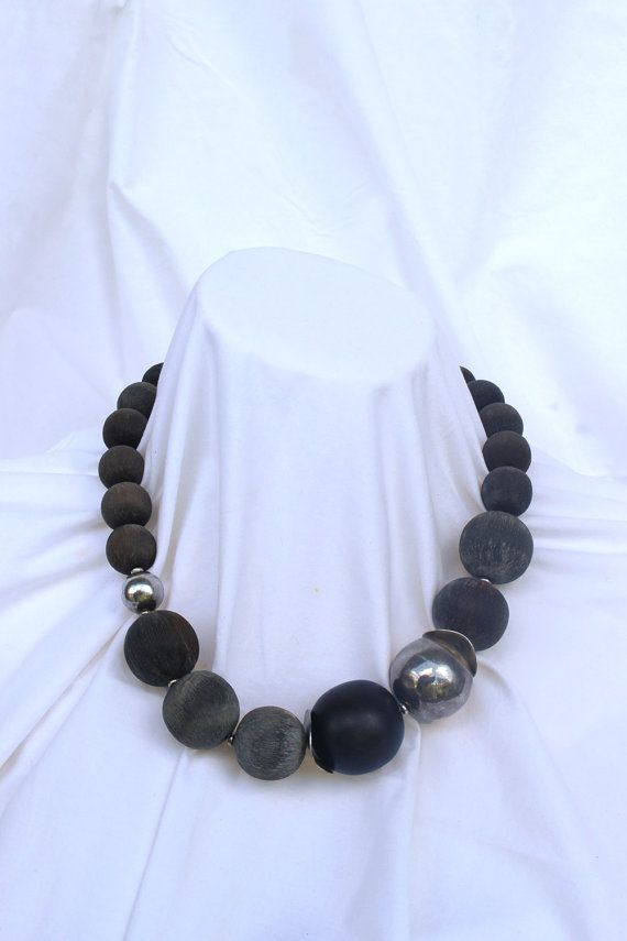 Beaded horn necklace Collar de bolas de asta por ElTallerAnaGaspar
