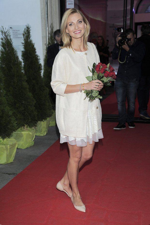 Joanna Moro w płaszczu Vito Vergelis #joannamoro #coat #gold #shine #vitovergelis