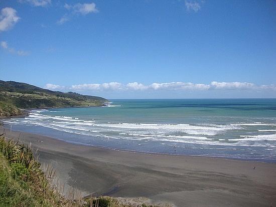 Black sand beach-Raglan Beach NZ