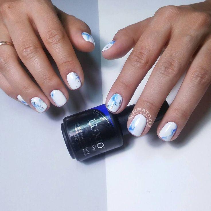 """Обожнюємо ваші креативні ідеї💙💙💙 Прийшла @lena_gureyeva і каже: """"Хочу нігті під макарони!"""" і показує фото (погортайте➡➡➡, воно там є👀). А чому б і ні??? Макарони неймовірно красиві😱😱😱, тим більше, що їх #настяспекла 👍👍 #CREATIVE #nailstudio #julia_osetska #manicure #paintingnails #lovenails #luxio_polar #luxio_fanfare #luxio_lookaut"""