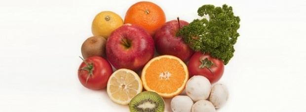 Demirden Zengin Sebze ve MeyvelerDemir emilimi  C vitamin içeren besinlerle birlikte artmaktadır.    Enginar    Akdeniz orijinli bir besindir. Yenilebilir kısımları kısıtlıdır. Haşlanmış bir enginarda 3,9 mg demir bulunur.    Ispanak    Neredeyse tüm sene boyunca ıspanak bulunabilir. Bir bardak pişmiş ıspanakda 6,4 mg demir bulunur.