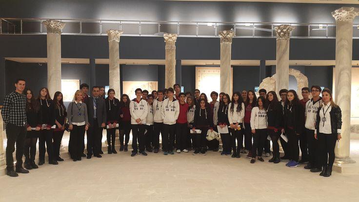 İskenderun Bilfen Liseleri öğrencileri antik döneme ait eserlerin sergilendiği bir sanat müzesi olan Hatay Arkeoloji Müzesi'ne giderek Roma İmparatorluğu'nu yaşayarak öğrendiler.