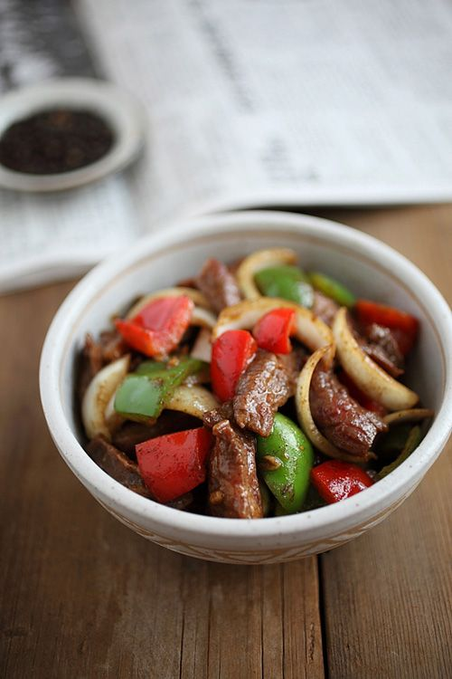 Black Pepper Beef: The seasonings are Chinese: soy sauce, oyster sauce, and Worcestershire sauce. With a tint of Chinese rice wine and sesame oil, this pepper steak stir-fry is delicious and goes extremely well with steamed rice. #chinese #beef #pepper