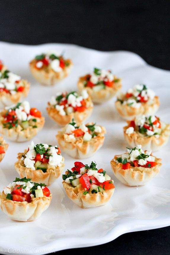 Mini Hummus and Roasted Pepper Phyllo Bites...Quick and easy appetizers!  Only 67 calories and 2 Weight Watcher PP | cookincanuck.com #recipe #vegetarian
