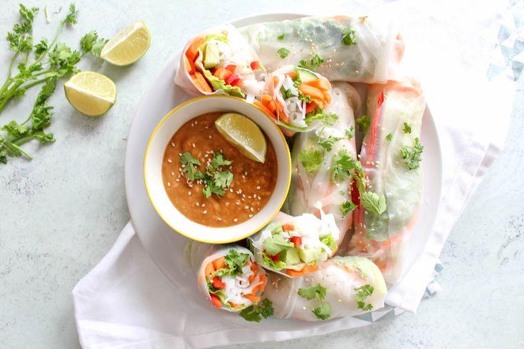 Diese Thai Sommerrollen mit Erdnuss-Dip sind einfach nur himmlisch lecker und gesund. Sie sind fix zubereitet und so das perfekte Lunch.