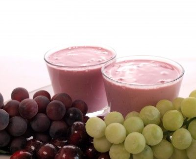 The Best Grape Smoothie Recipes 1 cup of green grapes, 1 banana, 1 cup of spinach, 1/2 cup almond milk, flax seed, chia seeds and ice.