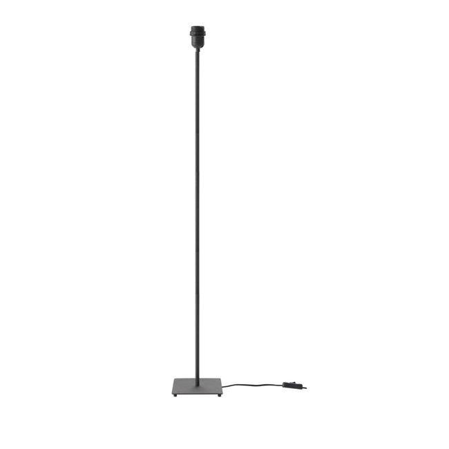 Accesorio para crear una lámpara de pie, altura 132 cm acabado en cromo brillo o negro.