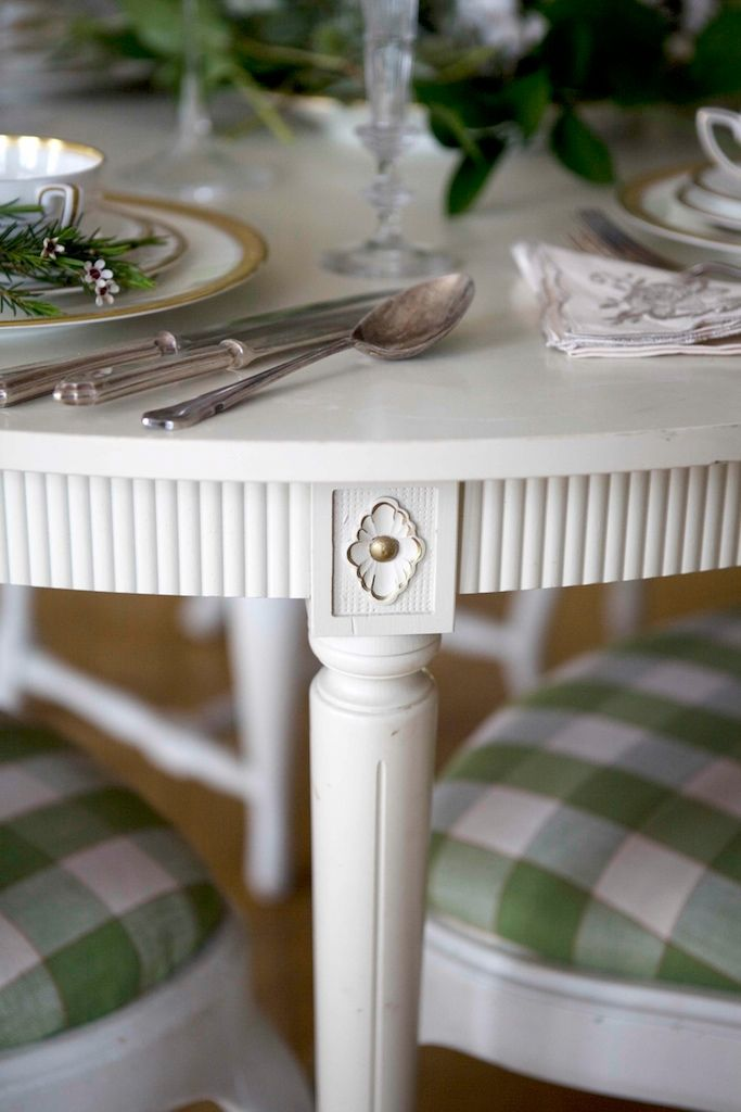 Gustavian design with large checked linen fabric