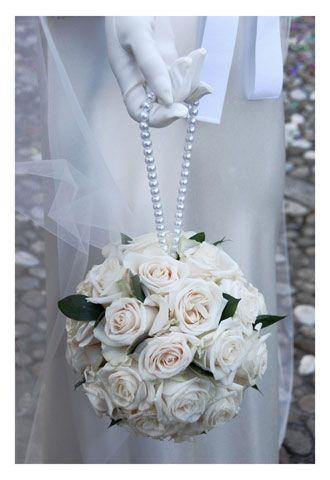 Idea originale per il bouquet a borsetta. Guarda altre immagini di bouquet sposa: http://www.matrimonio.it/collezioni/bouquet/3__cat