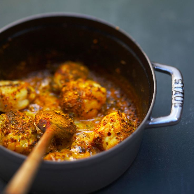 Découvrez la recette Curry de lotte flambé au cognac sur cuisineactuelle.fr.