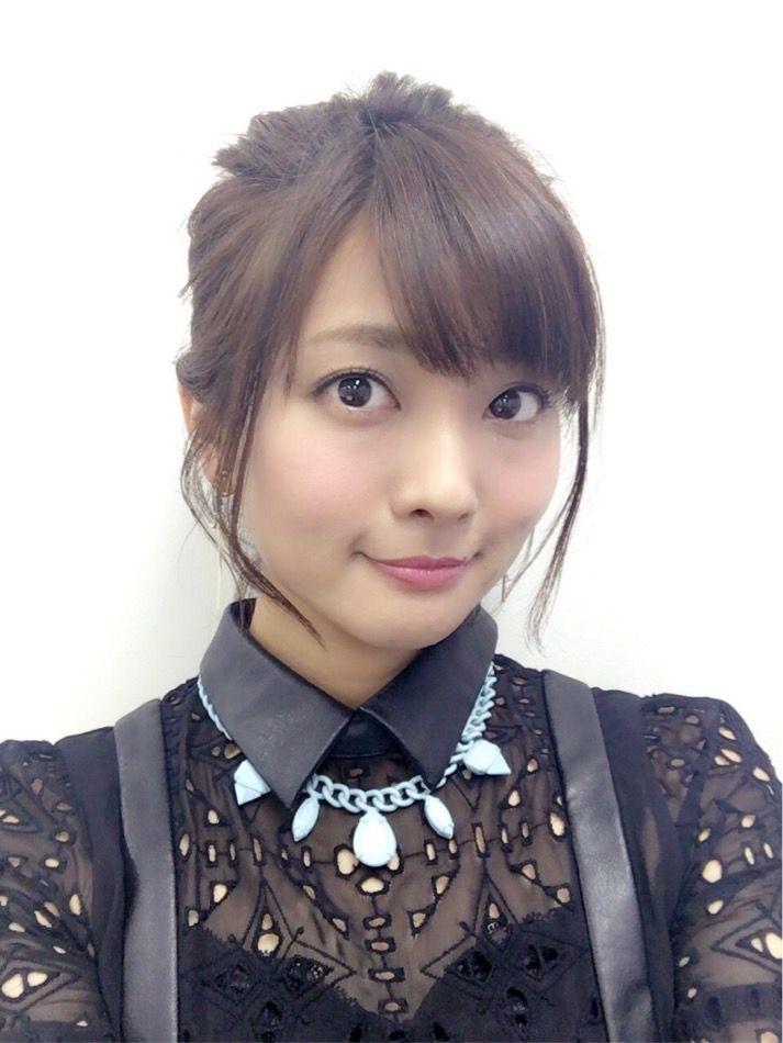 沼倉愛美さんのショートパンツ姿