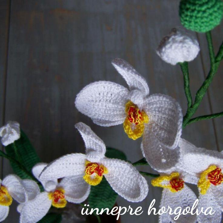 Egyszerűen még mindig imádom a horgolt orchideát, ezt a színt pedig kimondottan szeretem. :)