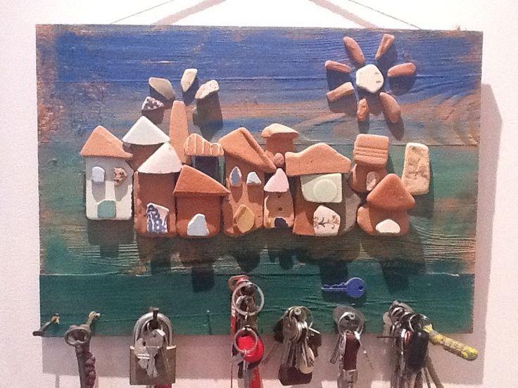 quadro con ciotoli/ceramiche di mare porta chiavi : Decorazioni murali di sophie-gehin