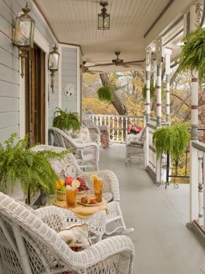 a big front porch for sunday afternoon gossiping :)