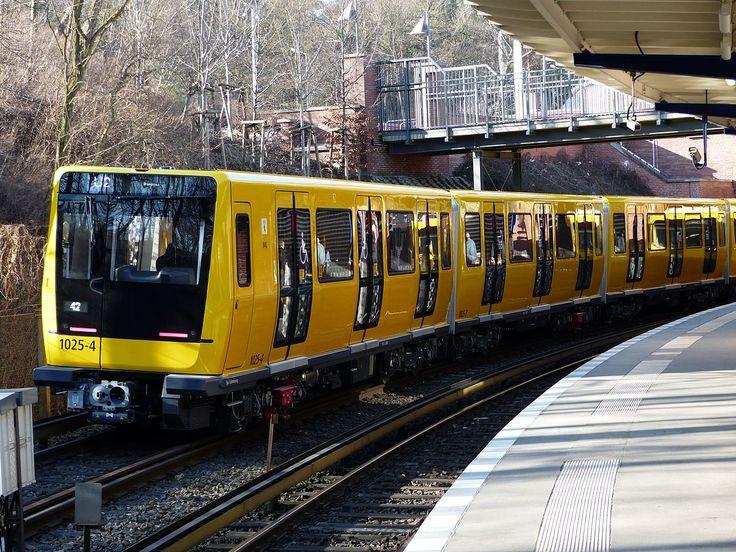 2015 Berlin - Der neuste U-Bahn-Zug der Berliner Verkehrsbetriebe: Baureihe IK auf dem Testgleis am U-Bhf Olympia-Stadion (Betriebswerkstatt Grunewald) ☺