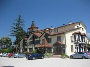 #Bolu #BoluHotels #AbantHotels - #BoluCenter - Hotel Yurdaer - http://www.boluhotels.com/hotel-yurdaer - Hotel Information: 								Address: A one hundred Karayolu Ustu Ayrilik Cesmesi Place, 14100 Bolu, Bolu Center 								Surrounded by a inexperienced backyard, Hotel Yurdaer Mutfak Sanat Merkezi has rooms with mountain views and free Wi-Fi. The lodge provides 24-hour entrance desk service, and a...