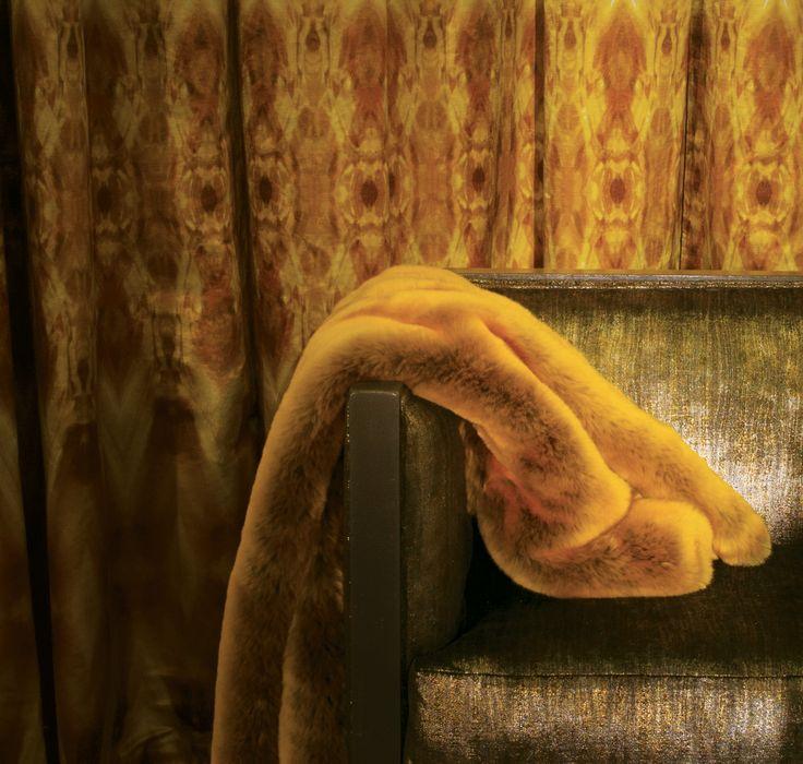 Armchair: LUMIERES DE VILLE, M100102, Laminated velvet // Curtain, LES BIJOUX DE MISTINGUETT, M116701, Linen & cotton sateen // Plaid: MONTPARNOS, M124803, Faux-fur