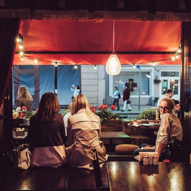 НАМ ДОВЕРЯЮТ🙏  Не знаете, где отдохнуть на выходных? Мы представляем Вам подборку пабов, ресторанов, летних веранд, где можно приятно провести вечер и своими глазами увидеть красоту теплого ретро света наших гирлянд💡  ✔️Поехали!  1️⃣Атмосфернейший паб PUNCH&JUDY @pjpub (мы так и не смогли выбрать между видом изнутри и видом снаружи, так что делимся обоими🙈)  2️⃣Самый настоящий ирландский O'DONOGHUE'S PUB @odpubmoscow (обратите внимание, как подчеркнуто светом пространство перед…