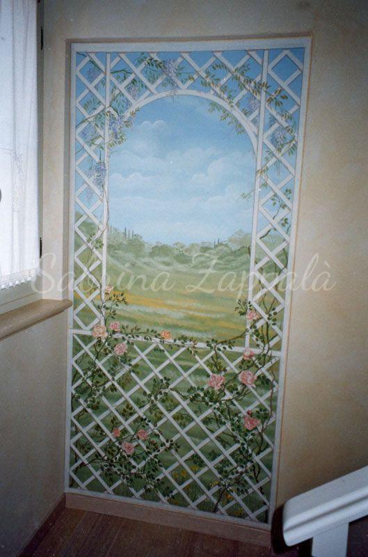 Trompe l'oeil dipinto su una porta
