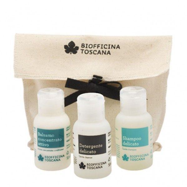 Set di prodotti per la cura del corpo in 3 comodi mini formati. Perfetti come idea regalo o come set da viaggio. Detergente corpo, shampoo e balsamo inseriti in una graziosa trousse di cotone grezzo.