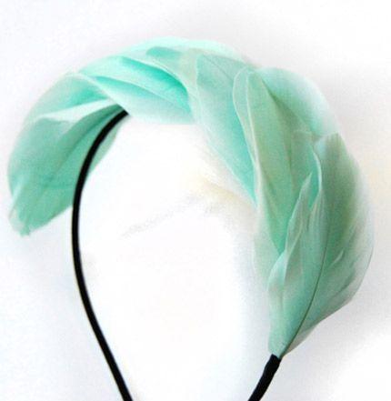 tocado diadema de plumas verde aguamarina para boda bautizo evento de taneke en apparentia
