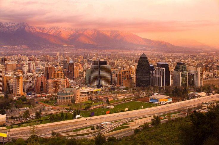 Pink skies above Santiago, #Chile.  RT @BEAUTIFULPlCS @PollicinoAndrea