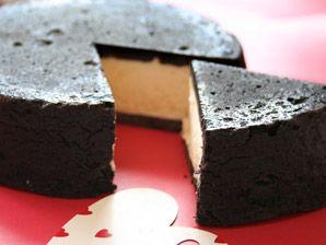まっ黒チーズケーキ(Sサイズ) 1,296円 / フランス菓子工房ラ・ファミーユ