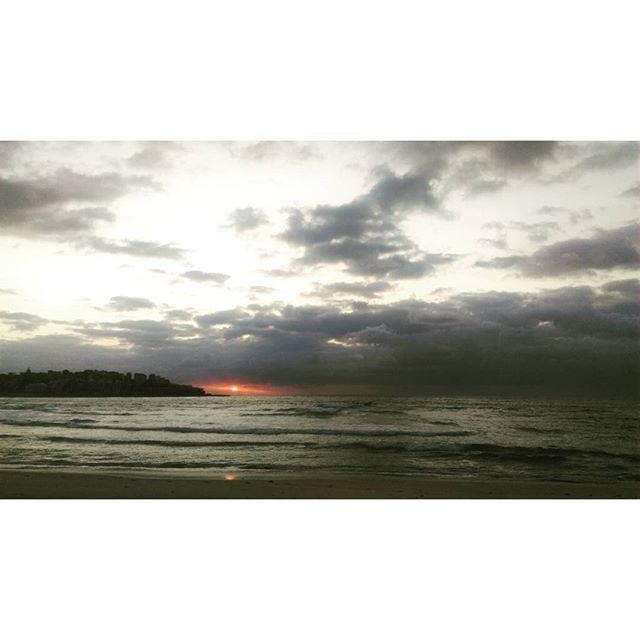 Morning! A good way to begin a day though it's a bit cloudy. Sunrise at 05:36 am. #day5 #holiday #Sydney #bondibeach #Australia #cloudysunrise #workhardplayharder #travel