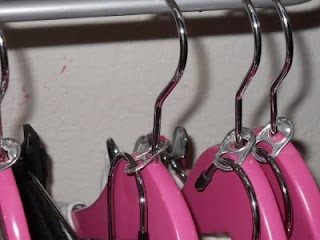 Double up hangersSodas Tabs, Ideas, Matching Outfit, Pop Tabs, Pop Cans, Closet Space, Small Closets, Clothing Hangers, Closets Spaces