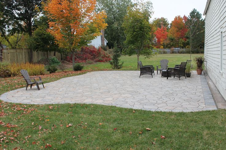 Do you want a natural look with out the hassle of random flagstone installation. Mega Arbel from Permacon is the perfect DIY product for your patio or driveway. This concrete product gives you the ease of uniformity for installation while offering you the natural, random look of a quarried stone. Mega Arbel has a 50 year manufacturers warranty including at guarantee against salt damage. Stop by one of our 4 locations today and ask your Bergman rep about this unique product.