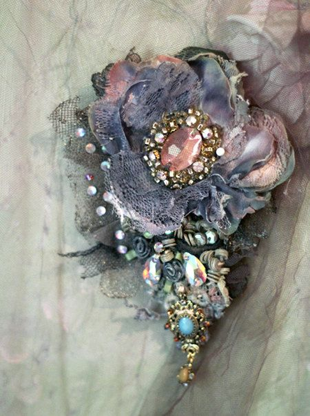 Baroque brooch embroidered and beaded brooch mixed by FleursBoheme
