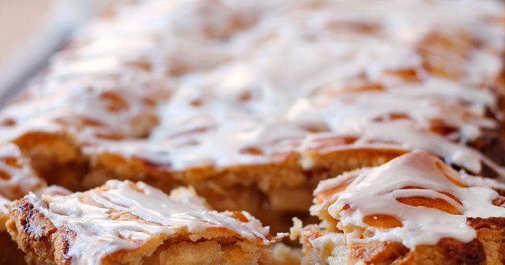 """Olá, tudo bem?   Esqueça todas as receitas de torta de maçã que já postei aqui! Essa é """"A"""" torta de maçã, com """"a"""" maiúsculo mesmo...."""