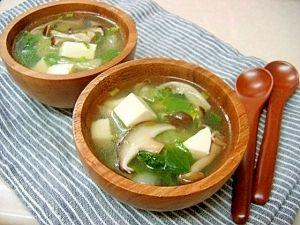 「*チンゲン菜ときのこの中華スープ*」ここのところ、野菜不足でロクなものを食べていなかったので、ここらで挽回せねば!と、栄養たっぷりスープを。おうちにある野菜でどうぞ^^【楽天レシピ】