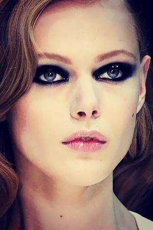 Smoky Metallic Eyes, winter eye trends, eye trends, makeup, runway, holiday makeup
