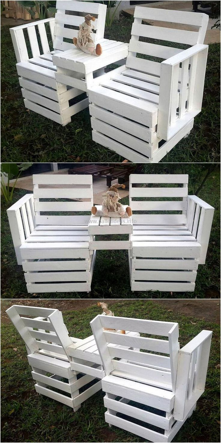 Here we are presenting for you another stunning design of wooden pallets chairs. These two chairs with an attached table-like structure seem wonderful to place inside as well as outside of the home. The entire wooden chairs are made of the recycled wood pallets present at home.