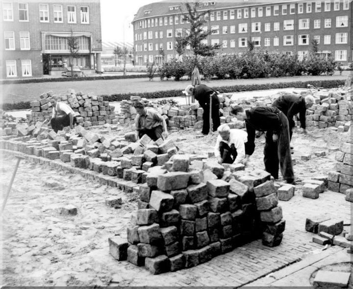 1951 Bos en Lommerweg hoek Willem de Zwijgerlaan Stratenmakersexamen 18 september