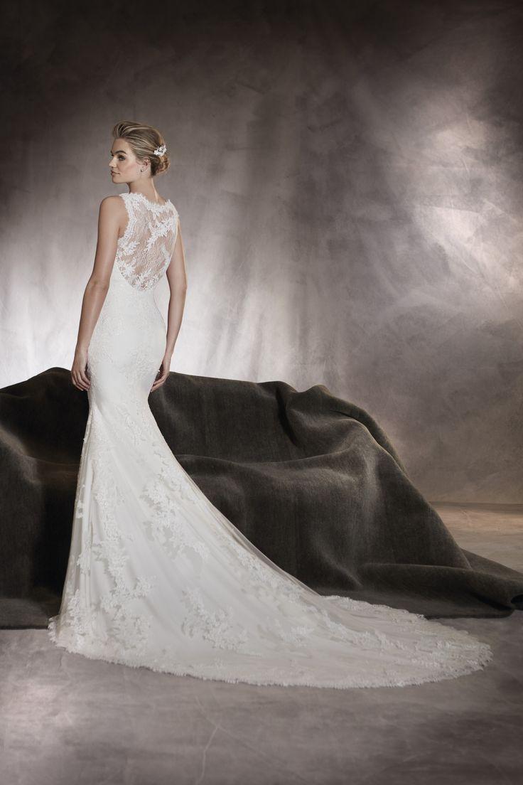 Pronovias alegria, collectie 2017 Het ranke silhouet valt extra op bij deze prachtige kanten trouwjurk in mermaid stijl. Meer dan perfecte belijning is niet nodig voor deze jurk , waarmee jij het stralende middelpunt tijdens het huwelijksfeest zal zijn.