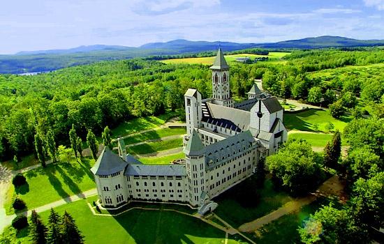 St-Benoit du Lac, Quebec À découvrir pour son paysage à couper le souffle, ses fromages succulents et son calme serein.